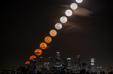 10 Moments Of Moon Rising Over L.A