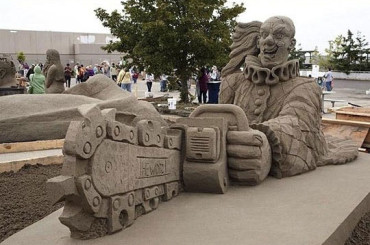 Check Out 8 Masterpieces of Sand-Sculpting!