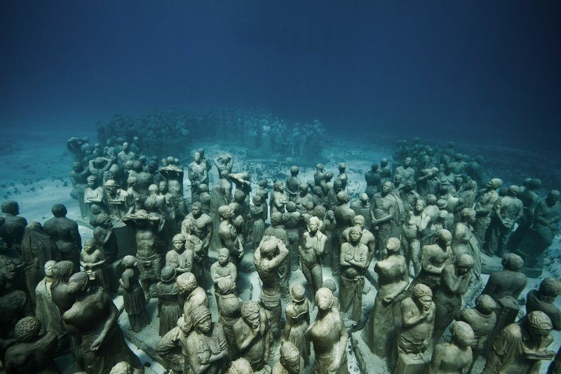 400-underwarer-statues-cancun-mexico