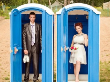 23 Tragically Awkward Wedding Photos