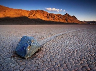 Rocks Moving on Their Own? – The Mistery of Death Valley