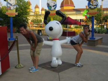 35 People Having Fun With Random Statues