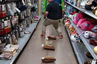 25 Shocking Photos of People in Walmart
