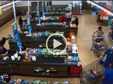 The Hero of Today! Random Customer Disarms The Robber And Saves The Grocery Store