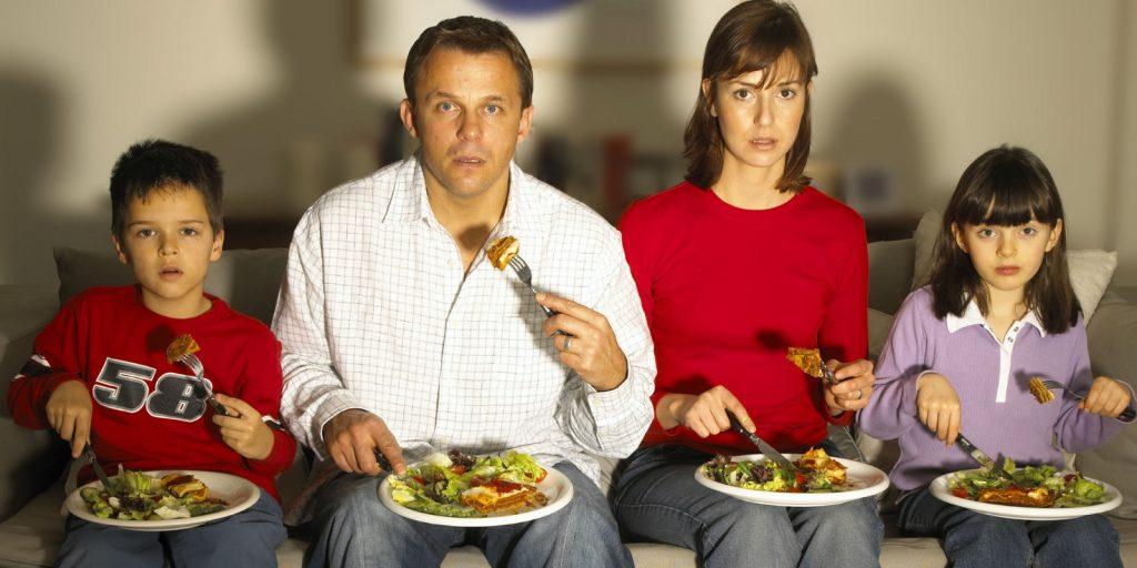eating-watching-tv
