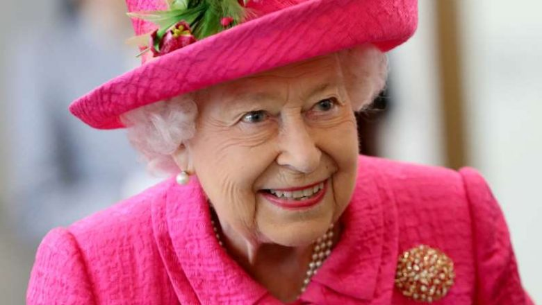 There's at Least 1 Thing Queen Elizabeth Has in Her Purse That You Probably Do Too