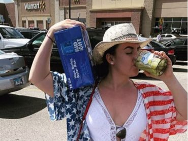 15 Crazy Weird Photos of Shoppers at Walmart